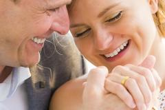 Dedans-Photography-_-Couple-holding-hand
